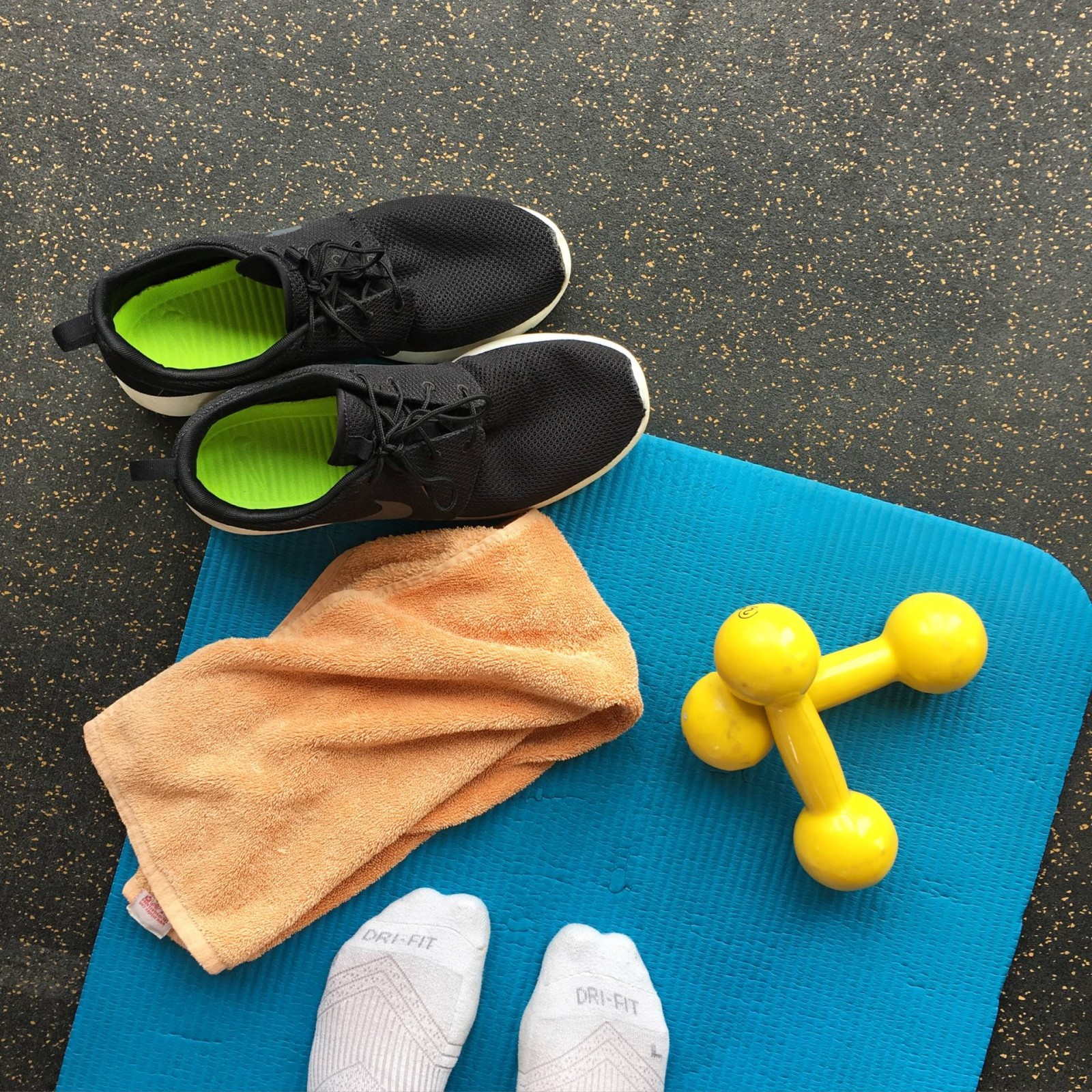 work out while travelling tips