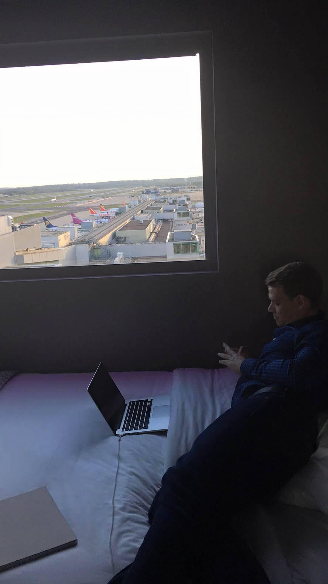 bloc-gatwick-airport-hotel-stefaniegrace-com